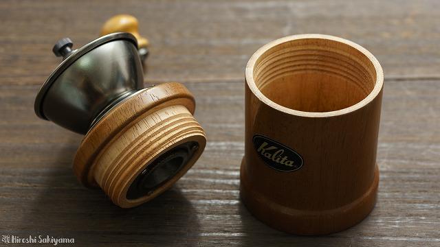 カリタ 手挽きコーヒーミル  KH-3の粉受けの様子
