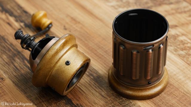 カリタ 手挽きコーヒーミル KH-5の粉受けとミルを分けた様子