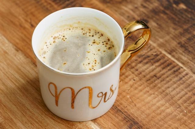 ぬるま湯とカフェテインと混ぜた様子