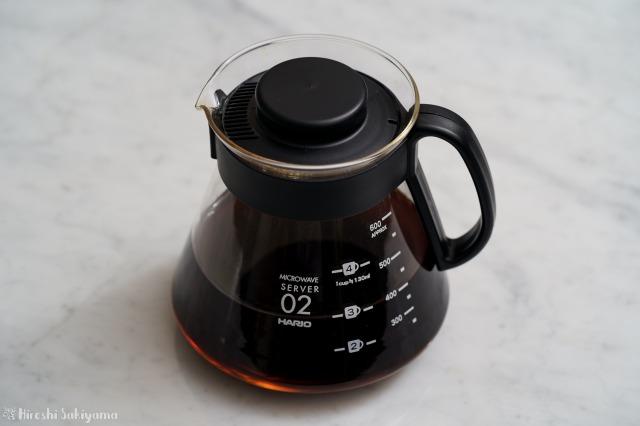 HARIO V60 レンジサーバー 600ml XVD-60Bにコーヒーを入れた様子