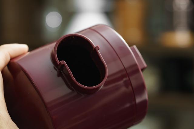 ボンマック コーヒーミル BM-250Nの受け缶、接続部分