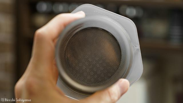 AeroPress用DISKコーヒーフィルターSTANDARDタイプをエアロプレスにセットした様子