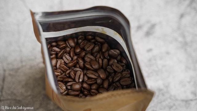 袋に入っているコーヒー豆