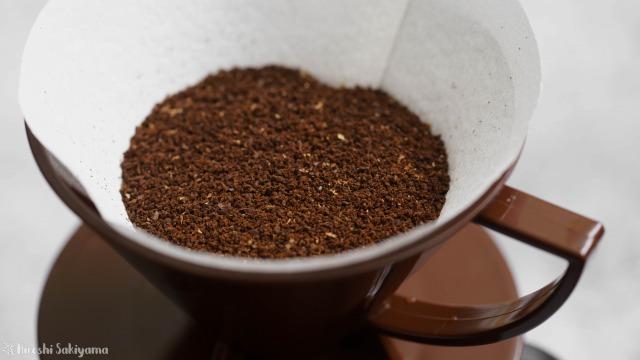 8 COFFEE ROASTさんで買ったハニーを挽いてドリッパーにセット