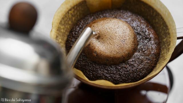 8 COFFEE ROASTさんで買ったハニーを淹れる様子