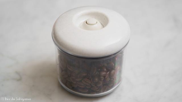 コーヒー豆を密封した加藤産業 真空保存庫