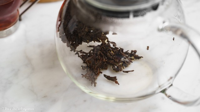 iwaki 耐熱ガラス ジャンピングティーポット K894Tで抽出し濾した後の茶葉、ほぼ紅茶は残っていない
