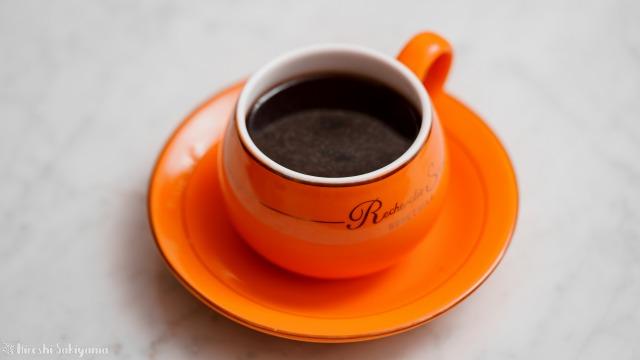 タカムラ コーヒーロースターズのコーヒー豆をペーパードリップで淹れてカップに注いだコーヒー