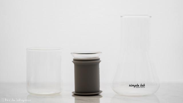 Simple Lab Experience KUNG-FU tea set on-goのコップと茶こしとフラスコ