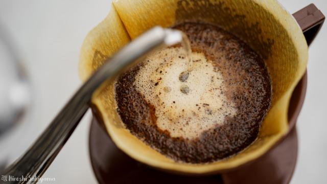 堀口珈琲さんのコーヒー豆でペーパードリップ、抽出中