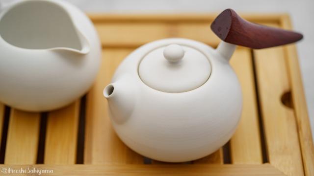 """宜龍 Eilong """"慕秋-哥窯""""シリーズのティーポット・茶壺で抽出中"""