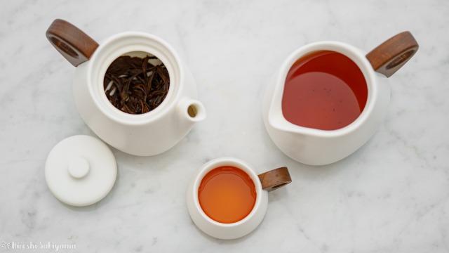 """宜龍 Eilong """"白・居易"""" シリーズで紅茶を入れた"""