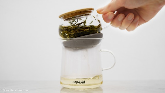 【Simple Lab Experience】AIRO. air-lock easy brewing tea set【MAGIC BREW】、抽出が終わって下に落とす
