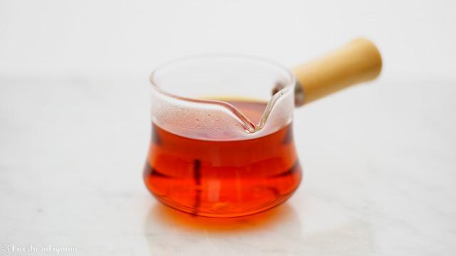 """紅茶を入れた宜龍 Eilong """"樸風""""シリーズ 耐熱ガラス片口茶海(250ml)"""