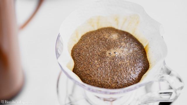 ひつじブレンドのコーヒー豆、蒸らし