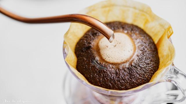 ひつじブレンドのコーヒー豆、抽出中