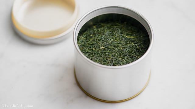 日本茶を入れたマキノ 紅茶缶
