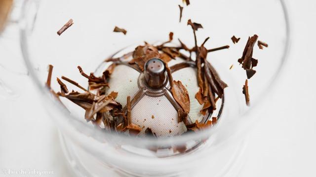 抽出完了したCASUAL PRODUCT パーフェクト C&T ブリューワー ラウンドから茶葉を取り除いた、ほぼ最後の1滴まで注がれている