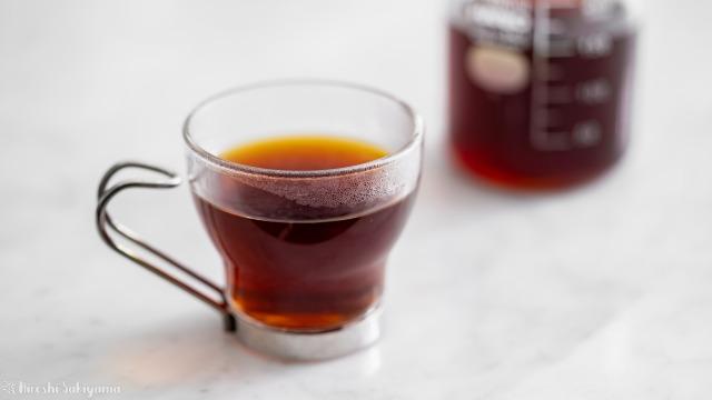 欅Cafe&焙煎、グラスに注いだコーヒー